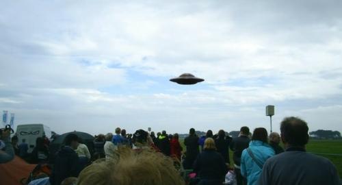 Gli illuminati starebbero per inscenare una falsa invasione aliena?